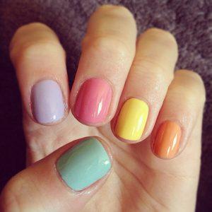 como pintar las uñas